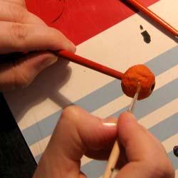 Раскраска бус из папье-маше