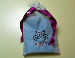 Подарочная упаковка подарков с машинной вышивкой тигра к Новому году