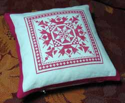 Декоративная подушка с вышивкой крестом