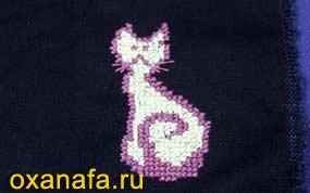 Готовая вышивка крестом кошки на ткани
