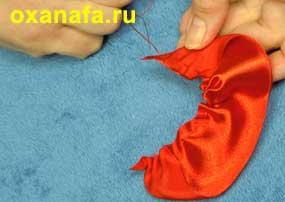 изготовление листочков розочки из атласной ленты