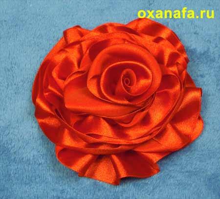http://www.oxanafa.ru/rukodelie/160-rose.html.  Как сделать розу из ленты.