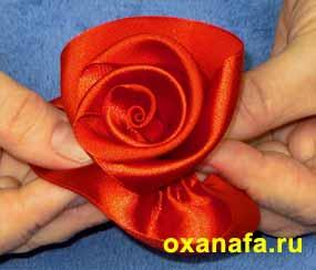 пришить первый лепесток розы