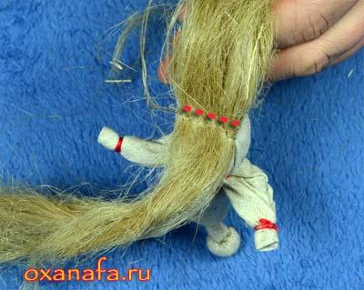 пришить первую прядь волос кукле