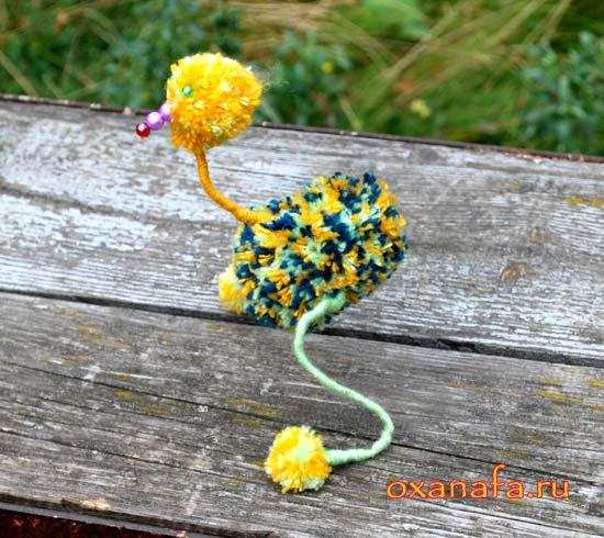 мягкая игрушка страуса из помпончиков