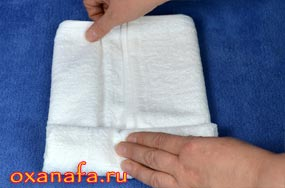 скручиваем снеговика из полотенца